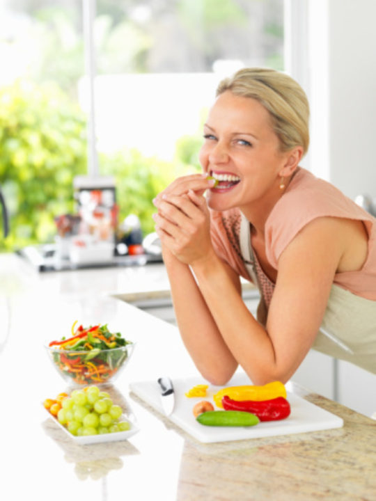 12 Simple Tips for Eating Healthy During Menopause